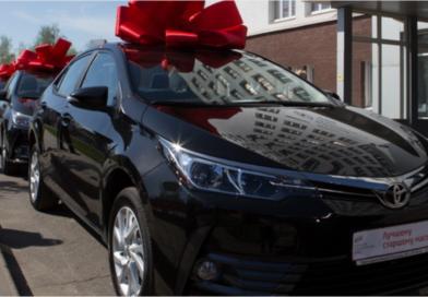 10 лучших работников ВМЗ наградили автомобилями Toyota