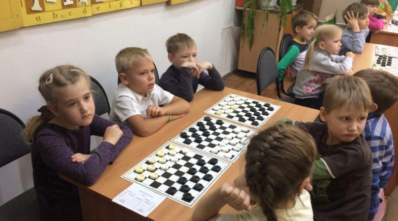 Прошли командные соревнования по шашкам среди детских садов
