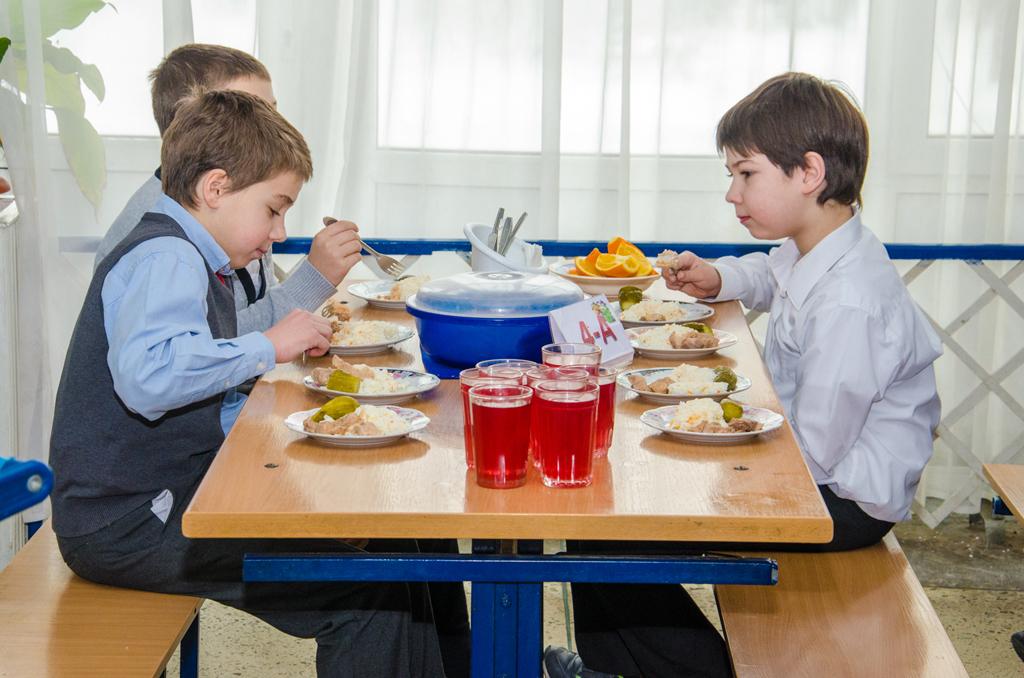 В Нижегородской области усилят контроль качества продуктов питания в школах и детсадах
