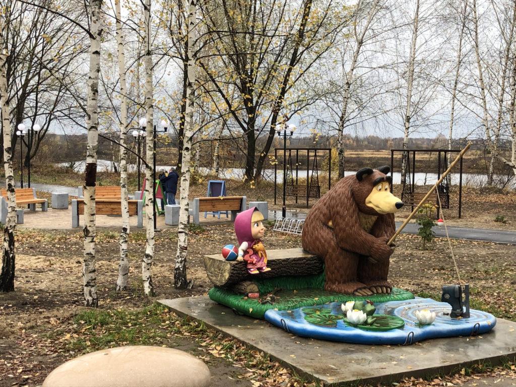 Герои известного мультфильма и скейт-площадка появились в городском парке в Навашине