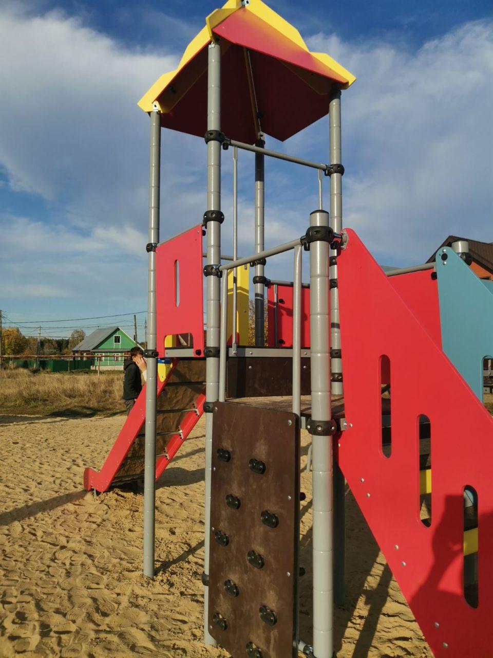 В деревне Змейка открылась первая детская площадка