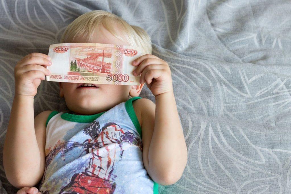 В Нижегородской области начался прием заявлений на выплаты детям до 7 лет включительно к Новому году