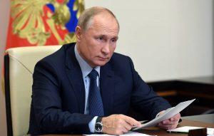 Путин подписал указ о единовременной выплате пенсионерам в 10 тыс. рублей.